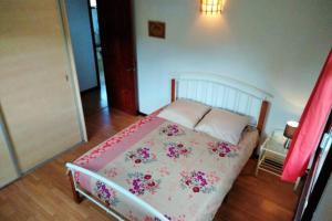 A bed or beds in a room at Otemanu Ninamu Fare