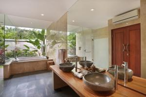 A kitchen or kitchenette at Khayangan Kemenuh Villas by Premier Hospitality Asia