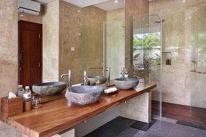 A bathroom at Khayangan Kemenuh Villas by Premier Hospitality Asia