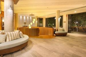 The lobby or reception area at Rimnaam Klangchan Hotel
