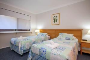 A bed or beds in a room at Horizons Golf Club, Villa 126