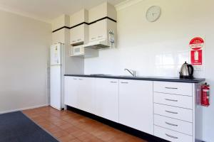 A kitchen or kitchenette at Horizons Golf Club, Villa 126