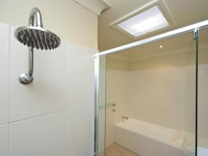 A bathroom at Pacific Blue Townhouse 358, 265 Sandy Point Road