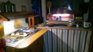 Majoituspaikan Motel Marine keittiö tai keittotila