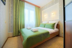 A bed or beds in a room at Five Stars Green