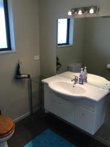 A bathroom at Ti Kouka Villa