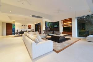 A seating area at 61 Murphy Street - Luxury Holiday Home