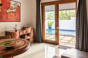 Вид на бассейн в Wellesley Resort Fiji или окрестностях