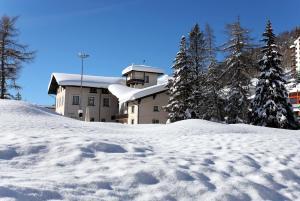 Hotel Parsenn during the winter