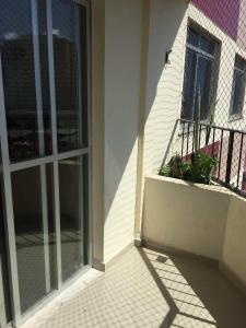 A balcony or terrace at Lindo e espacoso apartamento - Aracaju