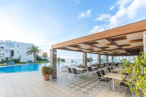 Het zwembad bij of vlak bij Ariadne Beach Hotel