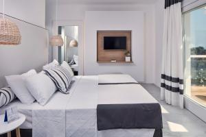 A bed or beds in a room at Archipelagos Hotel - Small Luxury Hotels of the World