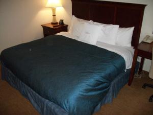 A bed or beds in a room at Homewood Suites by Hilton Memphis East