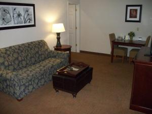 A seating area at Homewood Suites by Hilton Memphis East