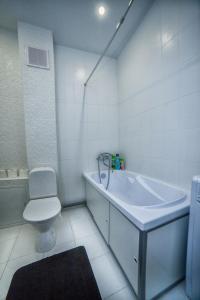 Ванная комната в Apartments at Bolnichnyy pereulok 4