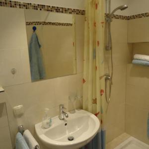Ein Badezimmer in der Unterkunft Gästehaus Sommertal