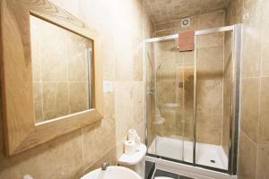 A bathroom at Central Studios Gloucester Place by Roomsbooked