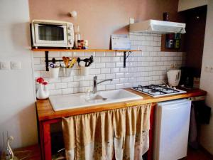 A kitchen or kitchenette at Chez Gaëlle