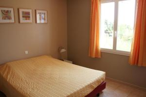 A bed or beds in a room at Lou Daro