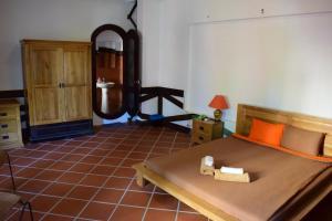 Giường trong phòng chung tại Hnam Chang Ngeh Hospitality training center, guest house, restaurant & bar