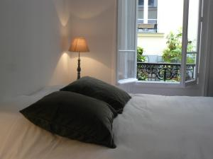 Postel nebo postele na pokoji v ubytování La Cour du 5ème - Chambre d'hôtes