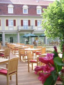Ein Restaurant oder anderes Speiselokal in der Unterkunft Santé Royale Hotel