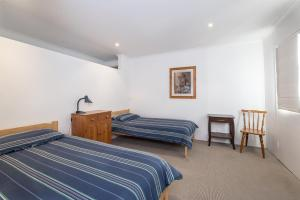 A bed or beds in a room at Beloka Close - Modern, spacious, and pet friendly accommodation