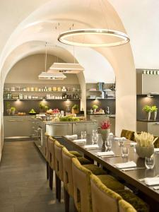 A restaurant or other place to eat at Hyatt Regency Mainz