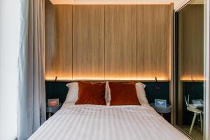 Cama ou camas em um quarto em Azure Urban Beach Resort Manila by Radlett