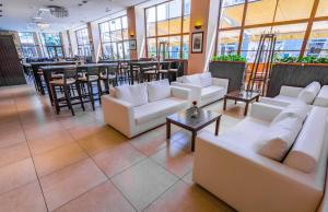 The lounge or bar area at Hotel Lomsia