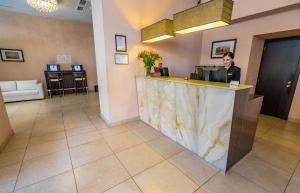 The lobby or reception area at Hotel Lomsia