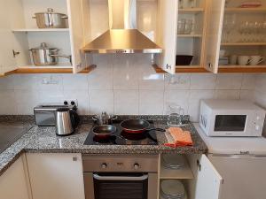 Una cocina o zona de cocina en Apartment near the beach in Las Americas