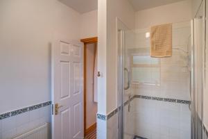 A bathroom at Ballindrum Farm B&B
