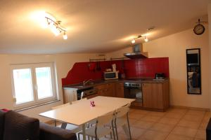A kitchen or kitchenette at Appartement Celia