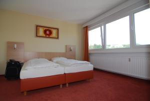 Ein Bett oder Betten in einem Zimmer der Unterkunft Opal Hotel