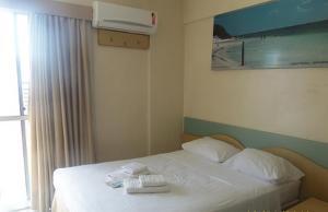 A bed or beds in a room at Condomínio La Perla