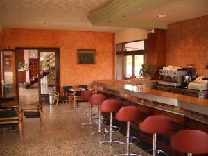 A restaurant or other place to eat at Hotel Sant Jordi