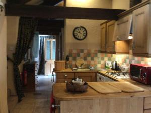 A kitchen or kitchenette at The Bothy