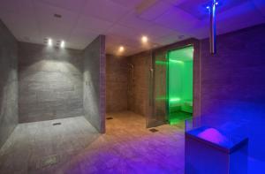 A bathroom at Résidence Prestige Odalys Front de Neige