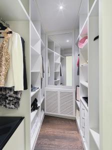 Ein Etagenbett oder Etagenbetten in einem Zimmer der Unterkunft Boutique Hotel H10 Montcada