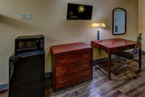 A television and/or entertainment center at Kingsway Inn Corsicana