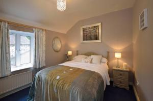A bed or beds in a room at The Granary Suite