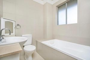 A bathroom at Two Bedroom Apartment Abbott Street(COOGY)