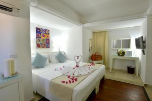 Letto o letti in una camera di Le Cale D'Otranto Beach Resort