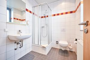 A bathroom at DJH-Gästehaus Bermuda3Eck