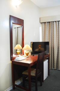 Μια τηλεόραση ή/και κέντρο ψυχαγωγίας στο Galaxy Plaza Hotel