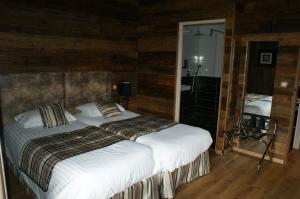 Un ou plusieurs lits dans un hébergement de l'établissement Hotel Blanc