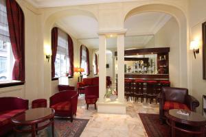 The lounge or bar area at Relais du Pré