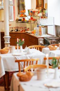 A restaurant or other place to eat at Hotel Hirschen