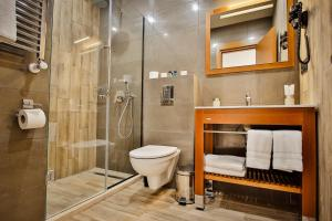 A bathroom at Ameri Plaza Tbilisi